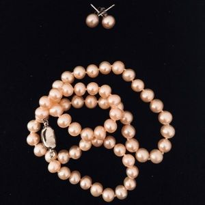 Authentic Freshwater Pearl in set